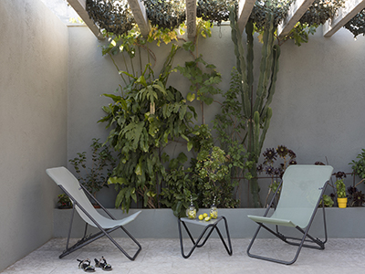 Setting up a terrace with the Maxi Transat from LAFUMA Mobilier
