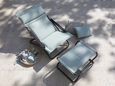 Transabed in Jade green from LAFUMA Mobilier shown on a terrace, perfect for enjoying the sunshine
