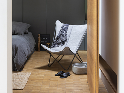 LAFUMA Mobilier lounge chair in gris chiné shown in a bedroom
