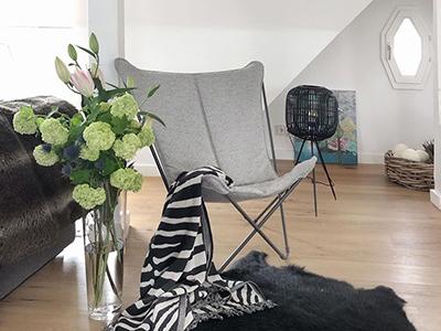 Sphinx Tundra gris chiné installé dans un intérieur contemporain @loft_hoch4