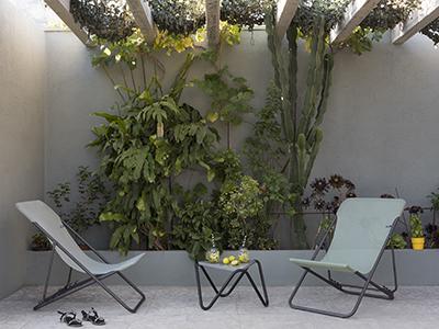 Inspiration exotique pour cet espace extérieur dotée des transats LAFUMA Mobilier