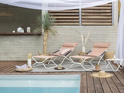 Transabed Hedona auf einer hübschen Terrasse am Pool