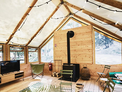 Top of the line chalet with a wood burning stove and a beautiful Kaki Pop Up