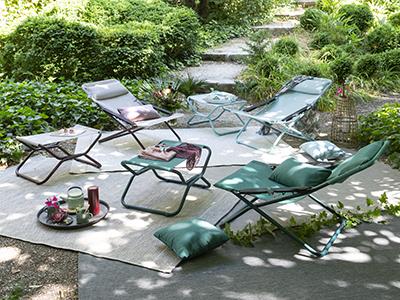 TRANSABED EOLE exposés dans un jardin